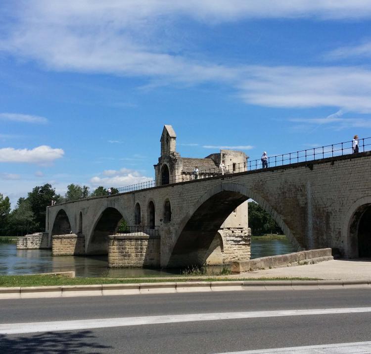 Sur le pont d-Avignon in France. Photo Rachael Quill.