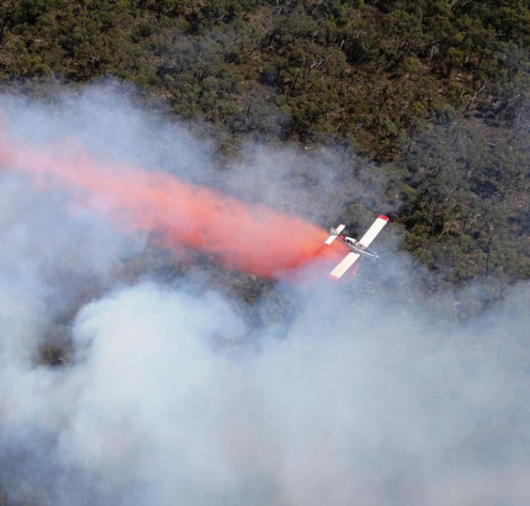 An aircraft responds to a fire in Victoria. Photo by Wayne Rigg, CFA