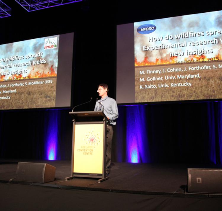 Dr Mark Finney from the US Forest Service delivers the opening keynote his new fire behaviour research at the 2015 Research Forum.