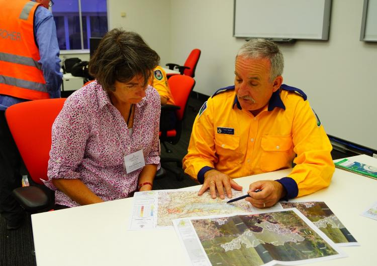 CRC researcher Tarnya Kruger and Community Engagement coordinator Tony Jarret discussing ways to prepare a community. Photo: Bushfire and Natural Hazards CRC.