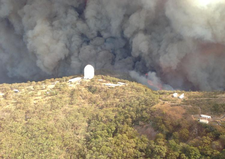 Siding Springs under fire threat. Photo: NSW RFS