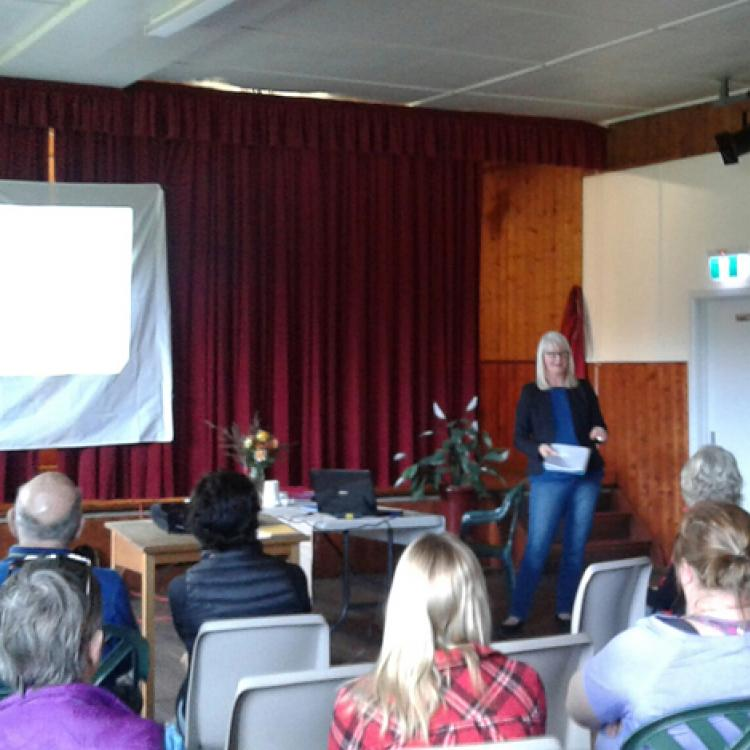 Fiona presenting her research findings in Dunalley.