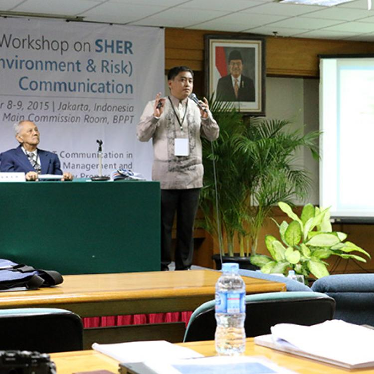 Aristotle Carandang spoke about Philippines disaster education at the SHER Regional Workshop in Jakarta.