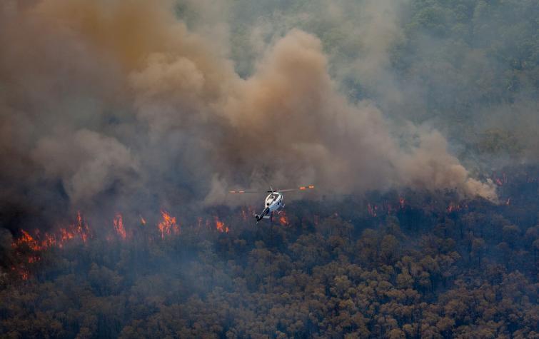 Firefighting helicopter flying over the 2018 Stradbroke bushfires.