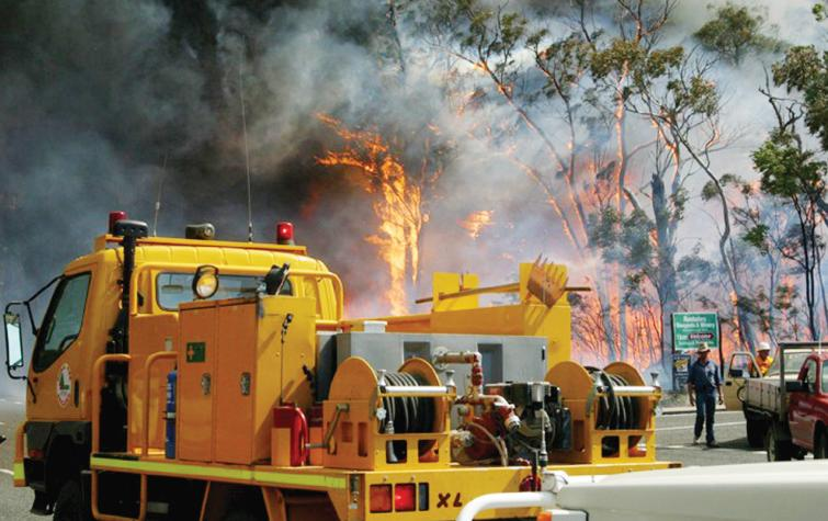 Emergency service personnel attending bushfire. Photo:QFES.