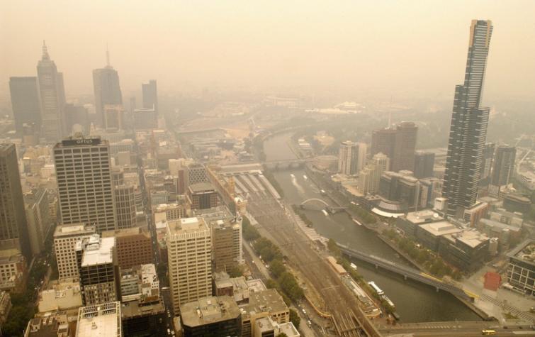 Bushfire smoke above the skies of Melbourne. Photo: Rusty Stewart (CC_BY-NC-ND_2.0)