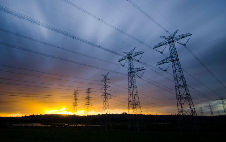 Powerlines in Australia. Photo: Indigo Skies Photography (CC BY-NC-ND 2.0)