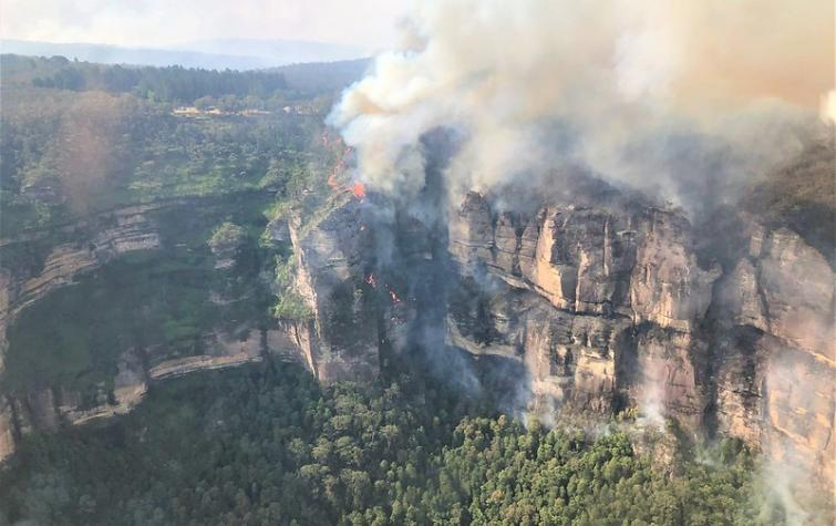 Ruined Castle fire, Blue Mountains near Katoomba, NSW. Photo: Rick Lang, US National Interagency Fire Center