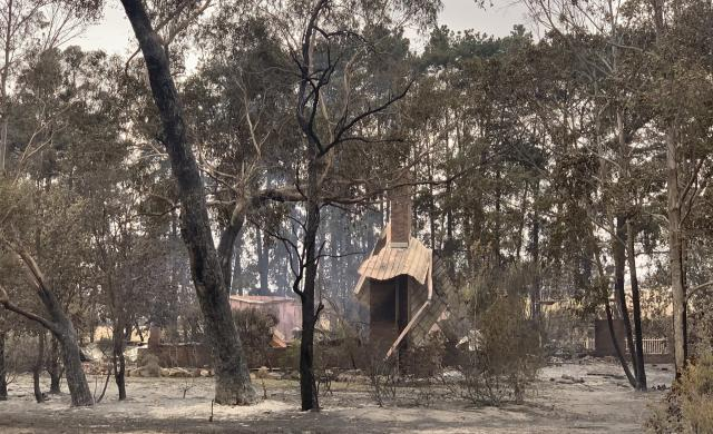 Bushfires tore through the town of Sarsfield in East Gippsland over 30–31 December 2019, destroying at least 12 homes. Photo: Brianna Travers.