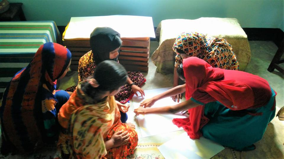 Children participating in Mayeda's research. Photo: Mayeda Rashid.