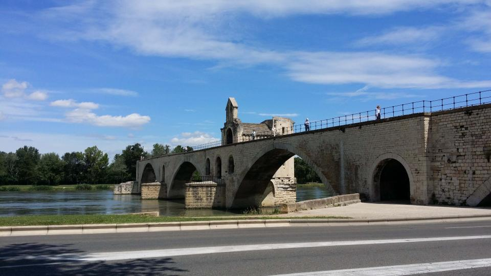Sur le pont d-Avignon in France. Photo Rachael Quill.