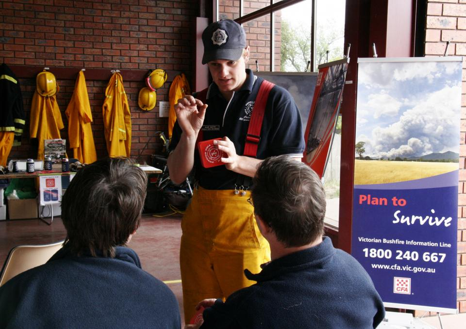 A fireman discusses a fire plan to locals. Photo: Country Fire Authority.