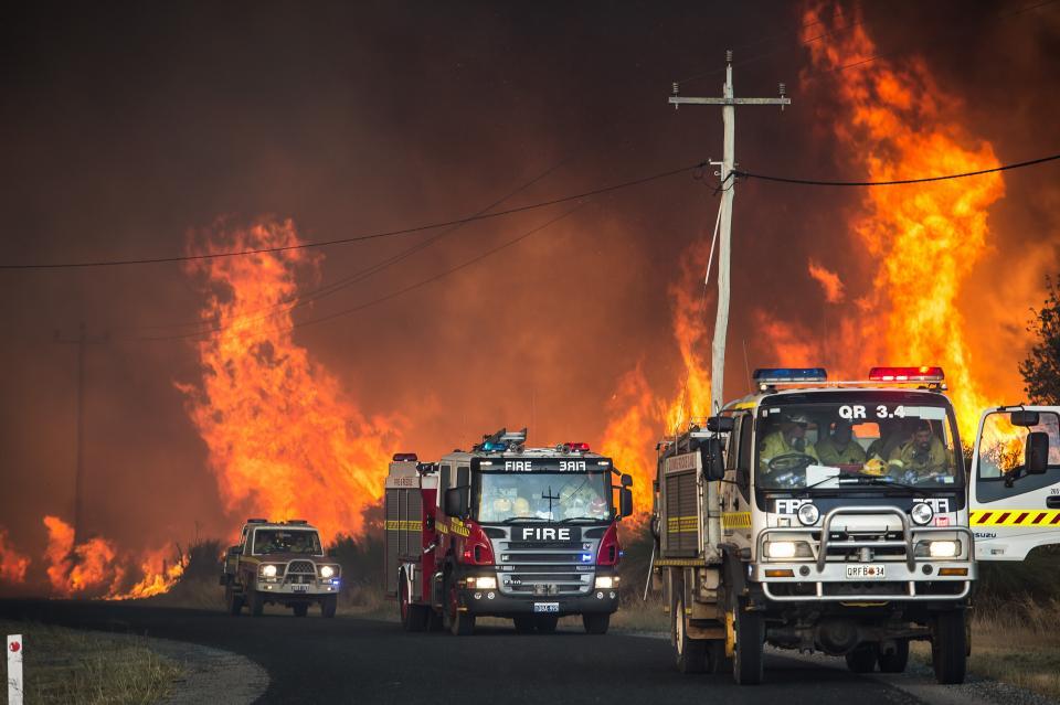 Fire crews respond to the Bullsbrook fire, Western Australia. Photo credit: DFES.