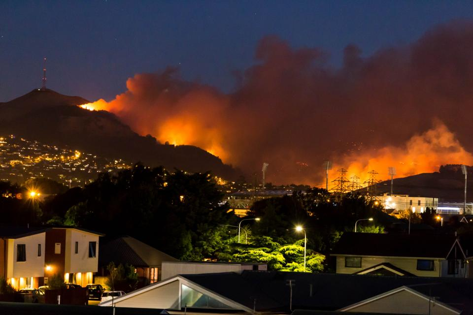 Port Hills fire from Christchurch 15 Feb 2017. Photo by Ross Younger/Mediary/Flickr