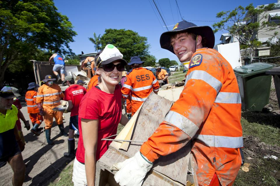 Mud Army and SES volunteers working together at the 2011 Queensland floods. Photo: Queensland Fire and Emergency Services