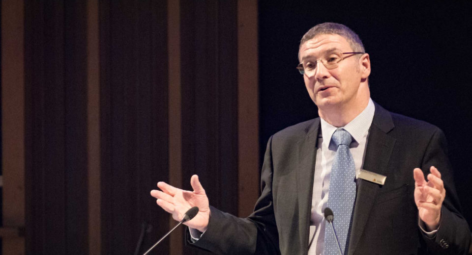 CRC CEO Dr Richard Thornton presenting at the Shine Dome. Photo: Australian Academy of Science.
